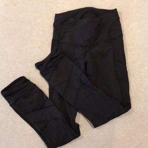 Lululemon black pant size 2 mesh on ankle 7/8
